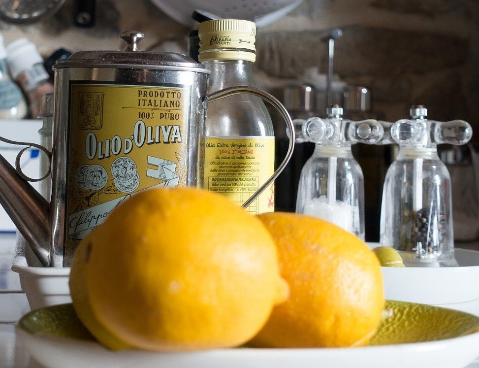 オリーブオイルとレモンを混ぜて飲むだけ